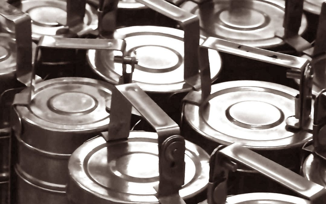 What is a 'tiffin tin'?